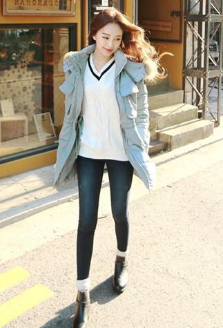 羽绒服配小脚裤 温暖时尚最有范