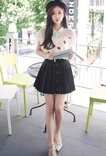 衬衫搭配小短裙 简单清爽又时髦