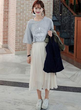 半身长裙配T恤 穿出清凉仙女范