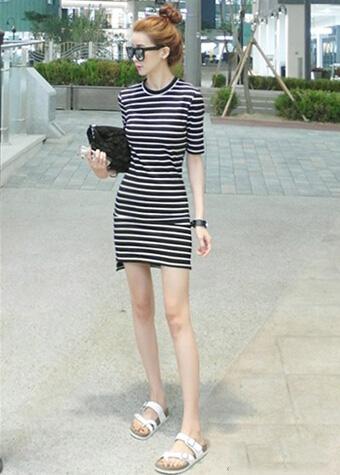 条纹连衣裙减龄搭配 清新有活力