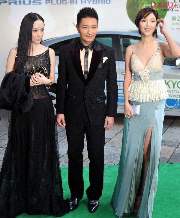 霍思燕黑色气质裙装亮相东京电影节