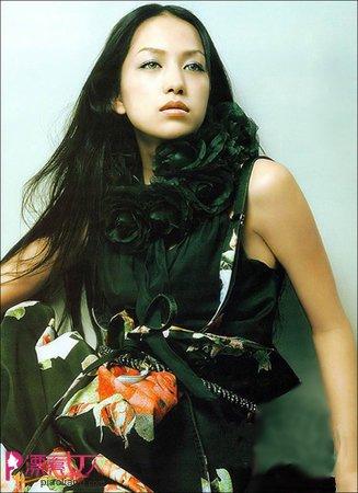 中岛美嘉的时尚造型秀