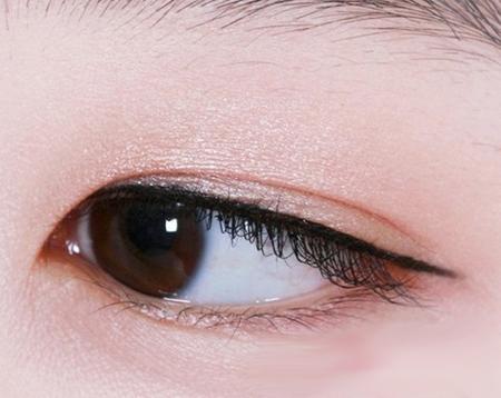 无暇小清新淡妆眼影的画法步骤图解